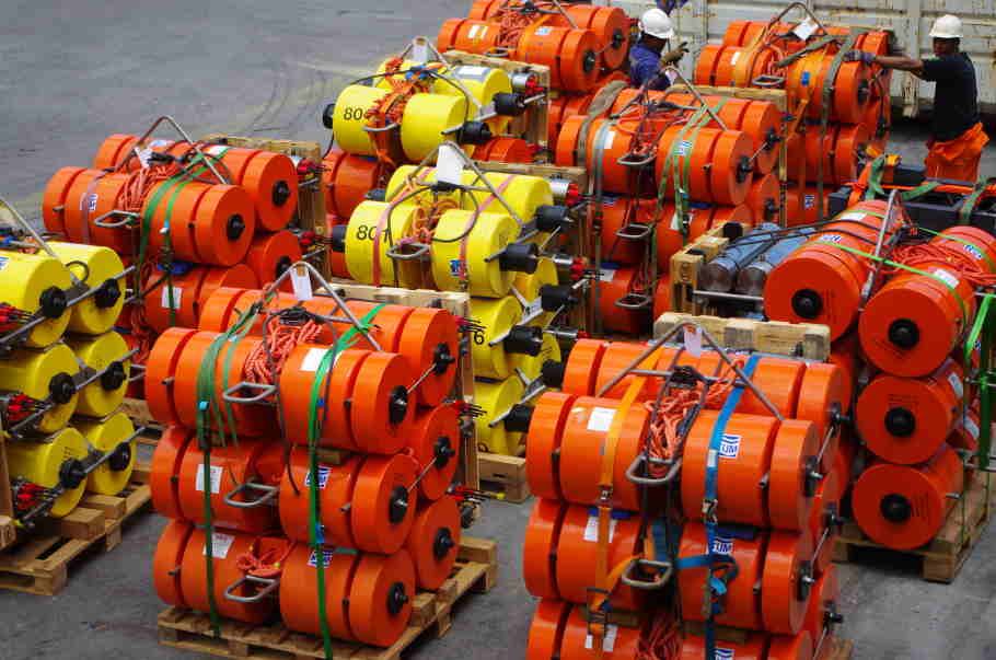 This is what we have been waiting for: 48 ocean bottom seismometers (Picture: Chris Scheingraber).