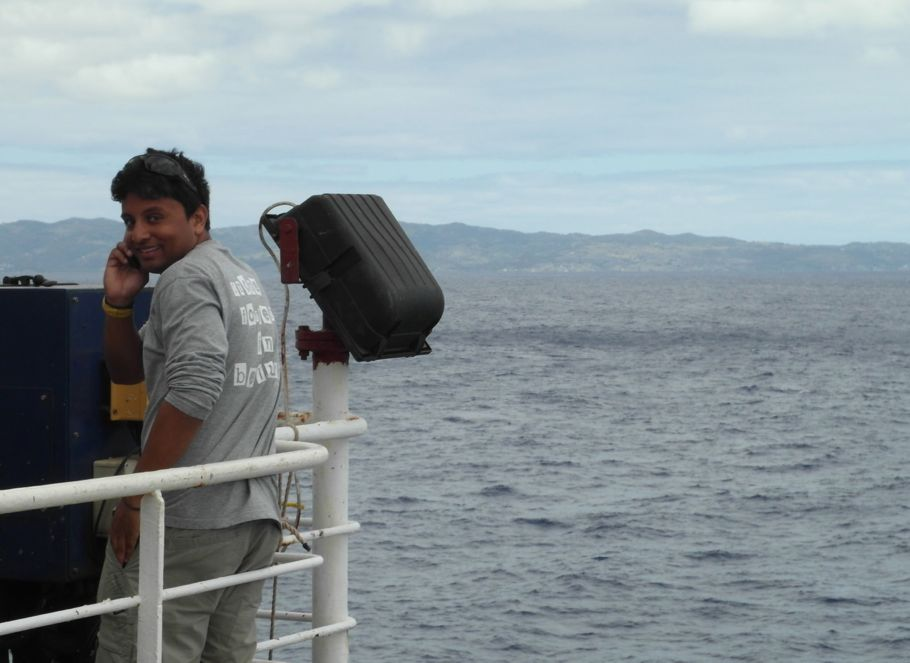 Our colleague Olivier makes a quick cell phone call while the Marion Dufresne passes his native island of Rodrigues (500 km east of Mauritius, 33,000 inhabitants). (Photo: Karin Sigloch)